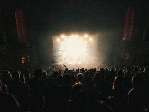 audience 1868137 640 300x225 - audience-1868137_640